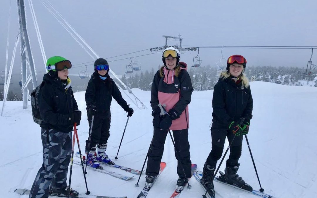 Äventyrselever utbildas till skidlärare